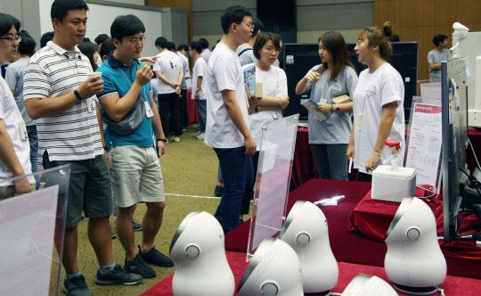 LG 로봇 개발자 한자리에…`클로이 로드맵` 공유
